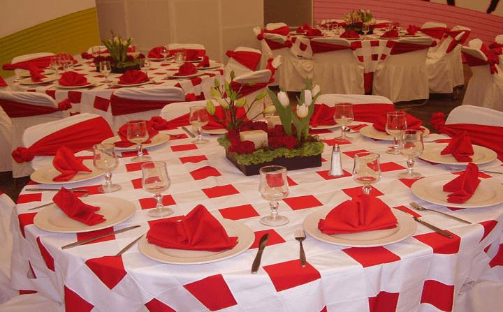 Diseños en tendencia y colores originales para montaje de mesas - Foto Banquetes Versalles