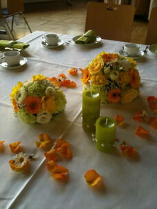 Beispiel: Tischschmuck, Foto: Tina Bergmann Blumenwerkstatt.