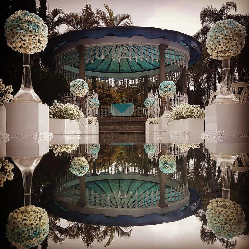 Passarela de Espelho, Pista de LED, Letreiro LOVE e Cortina de L