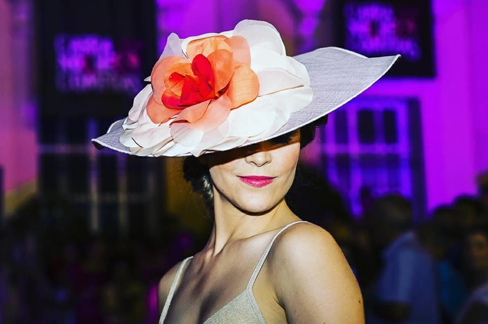 Carmen Vivar - Chapeau