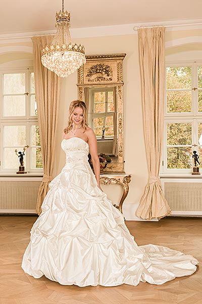 """Braut- und Abendmode Salon """"Eleganz"""""""