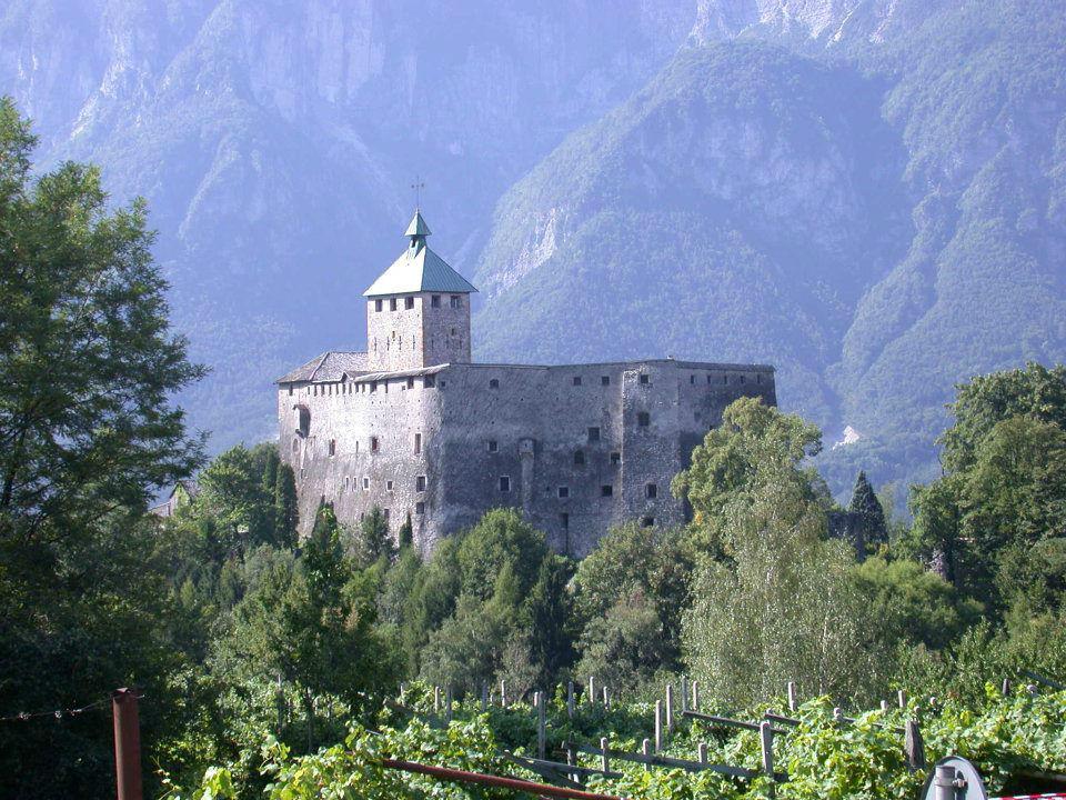 Castel Ivano visto da dietro