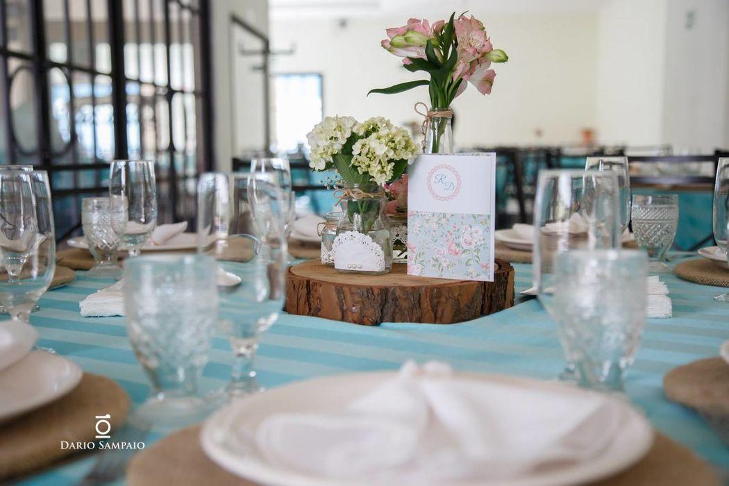 Mesa dos Convidados - Decoração Rústica com Toalhas Tiffany