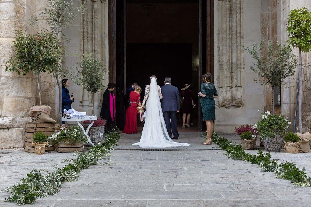 Cristina Cabello - Tocados y Eventos