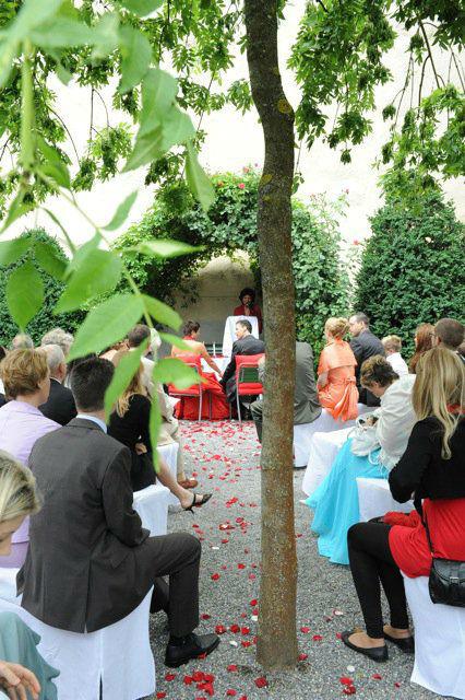 Beispiel: Alternative Hochzeitszeremonie, Foto: People Vision.