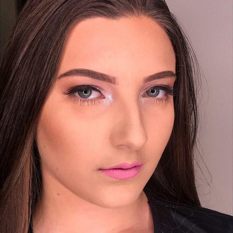 Karine Oliveira Makeup Artist
