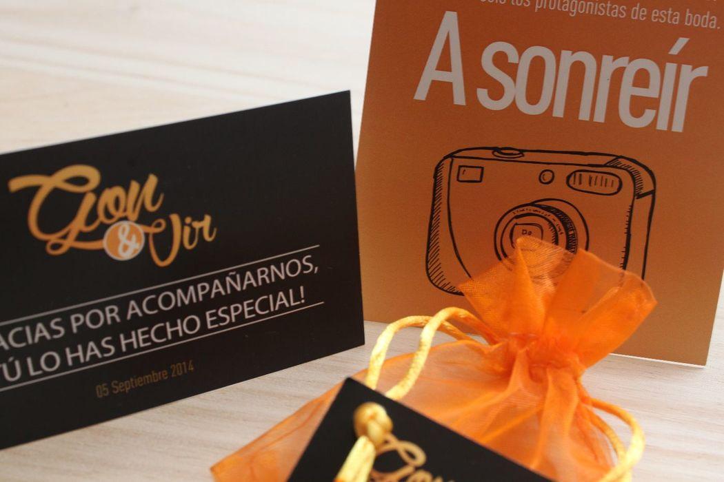 We Are. - Bolsitas de arroz personalizadas, Tarjetón para cámara desechable y tarjetón de agradecimiento en detalles de invitados.