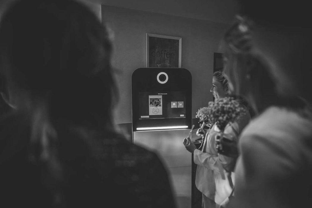 Ella Box Photobooth by Ella Photographie