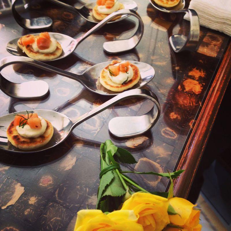 Blinis c/ sour cream e tartar de salmão