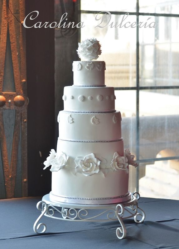 Torta barroca blanca