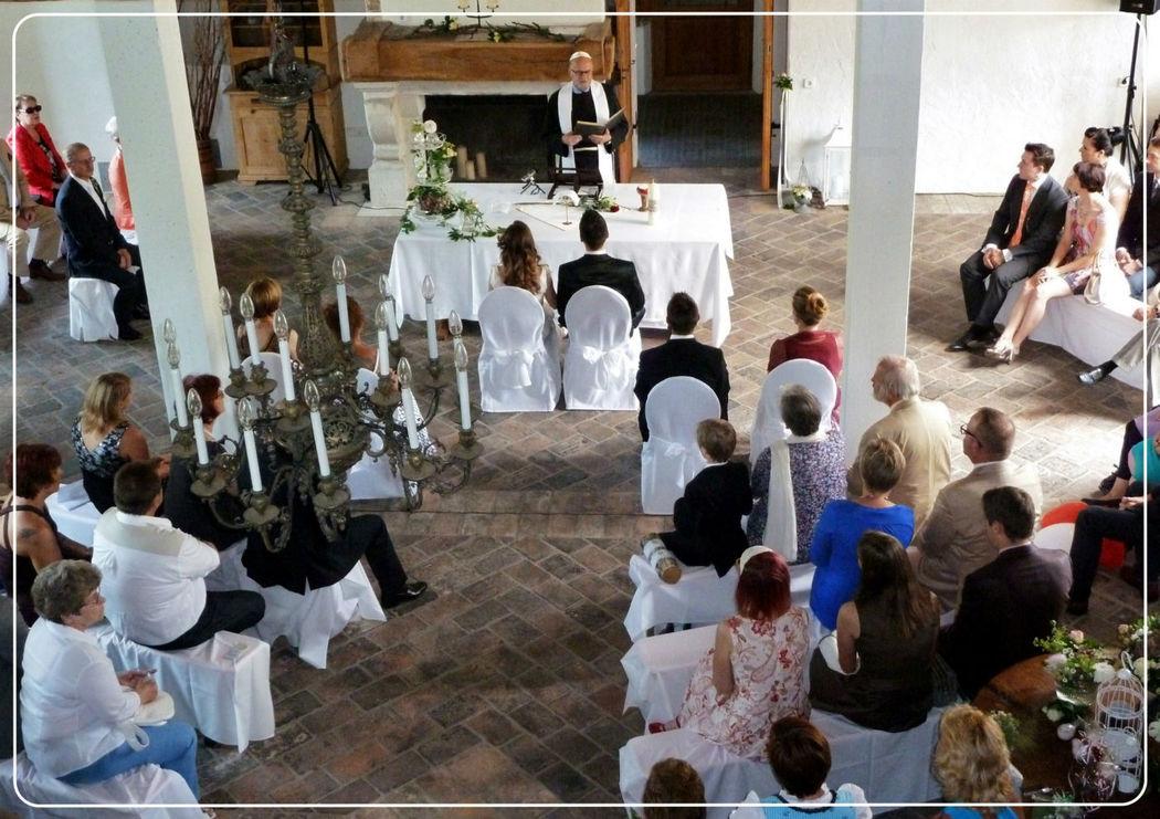 Klassisch-Sakrale Trauzeremonie,  Foto: Zeitlose Zeremonie