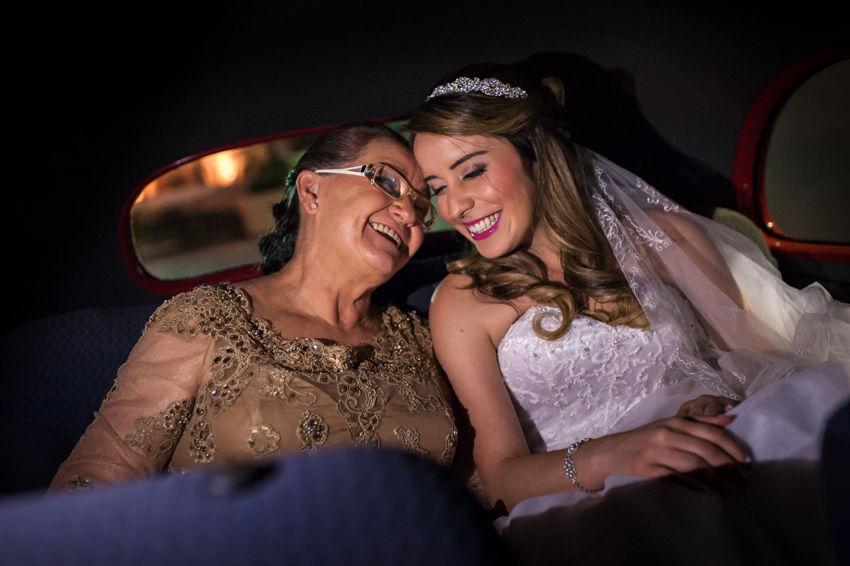 A Jo com sua Mãe momentos antes de descer do carro para cerimônia