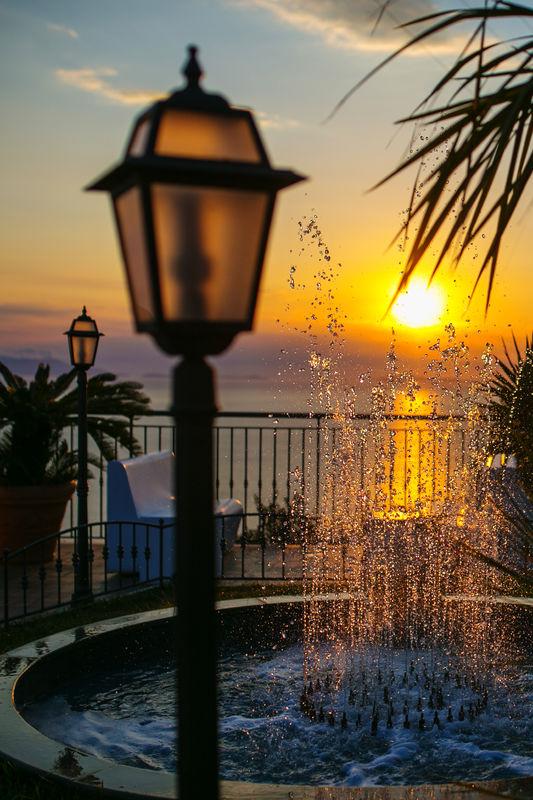lanterna al tramonto
