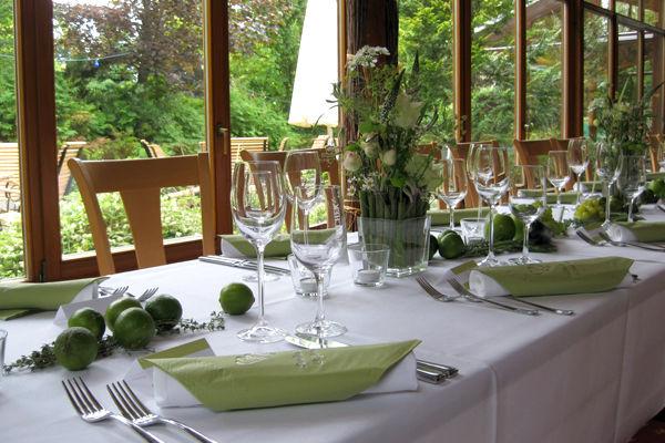 Beispiel: Festlich geschmückte Hochzeitstafel, Foto: Hotel Bock.