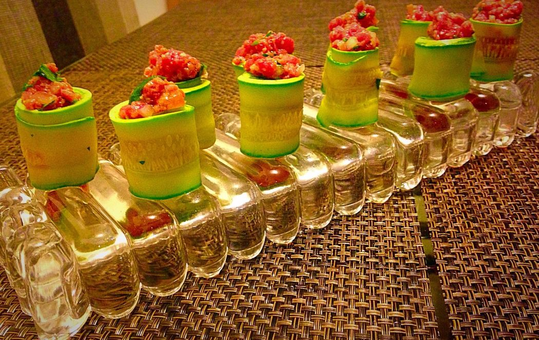 Rolls de Zucchini c/ Taratr de mignon ao poavre vert