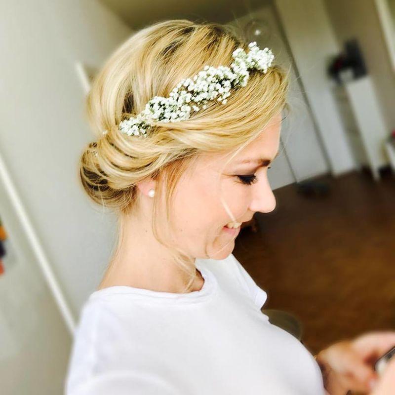 Anna Kaap Make up and hair