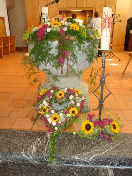 Beispiel: Blumenschmuck für die Trauung, Foto: Blütenreich.