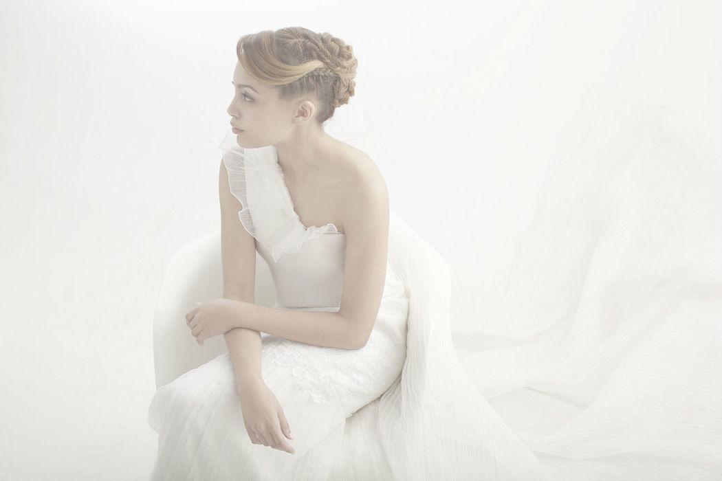 Beaumenay Joannet Paris - Robe de mariée chic, en dentelle et plissée