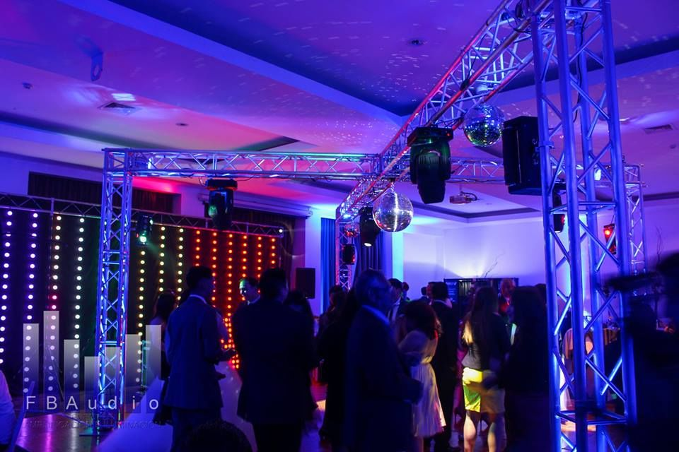 Guirnalda LED y Mesa DJ LED