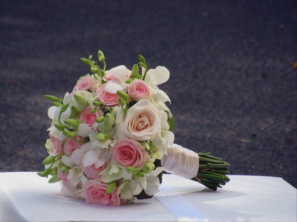 Bouquet de Noiva Orquídeas Brancas e Rosas Nude