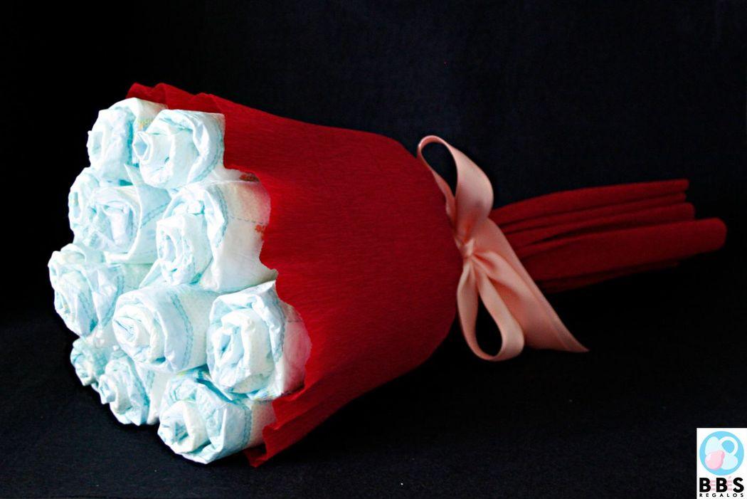 Ramo de flores hecho con pañales. Más diseños en web.