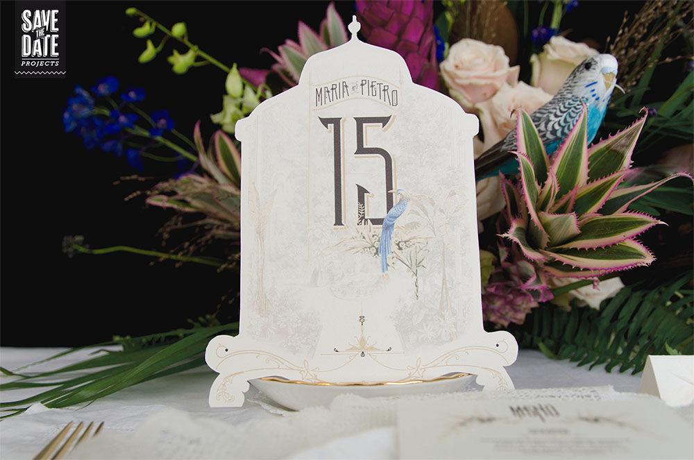 Números de mesa de la papelería de boda personalizada estilo vintage y con dibujos en acuarela. Del save the date a la web de boda, todo con el mismo estilo y temática.