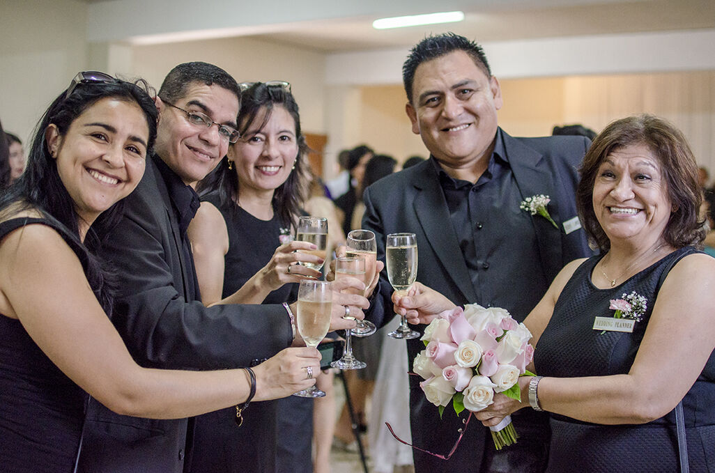 EQUIPO PROFESIONAL DE WEDDING AND EVENT PLANNER DE ÉXITO.
