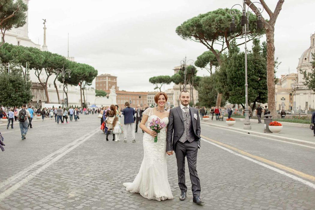 italian engament rome  couple angela.photo angela matrimonio fidanzamento trashthedress nozze italia sposi roma foto coppia fori imperiali