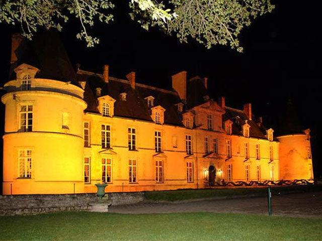 Le Château d'Augerville de nuit