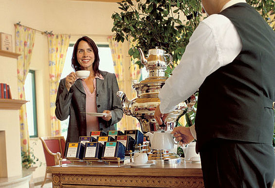 Beispiel: Tea-Lounge - Teegenuss aus Meisterhand, Foto: Travel Charme Nordperd & Villen Göhren.