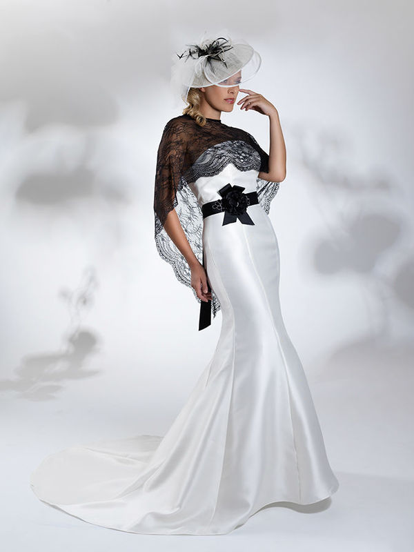 Beispiel: Traumhafte Brautmode, Foto: Steinecker.