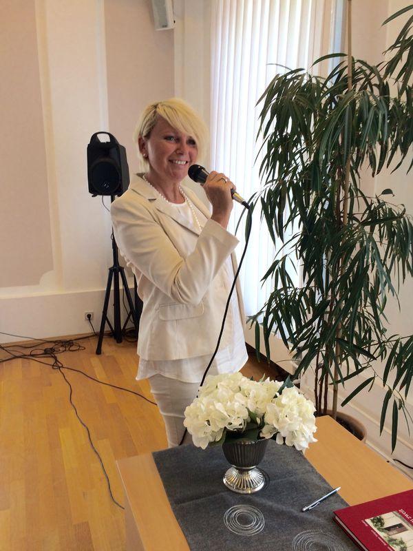 Uta Proschka - singende Traurednerin