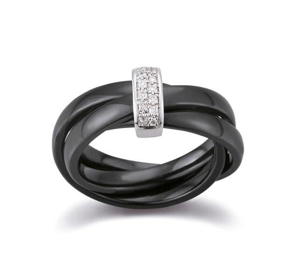 Beispiel: Schwarzer Ringmit Diamantenverzierung, Foto: Juwelier Röder.