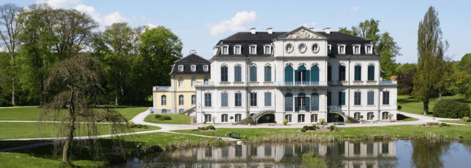 Schloss Wilhelmsthal mit Schlosspark Parkanlage (1km)