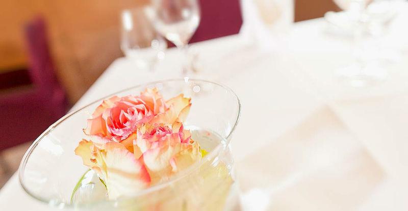 Beispiel: Stilvolle Dekoration, Foto: Dobler's Restaurant.