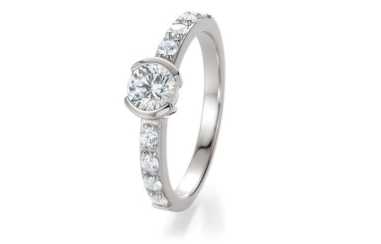 Beispiel: Der Ring für die Braut, Foto: Breuning Trauringlounge Karlsruhe.