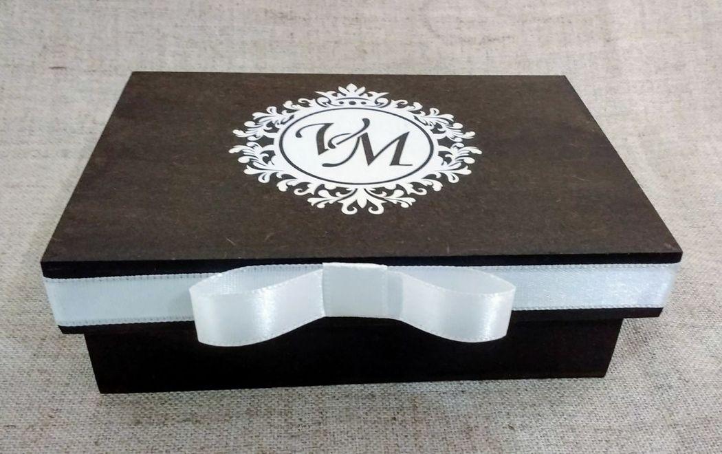 Caixa em MDF Rústica Personalizada Brasão em Vinil