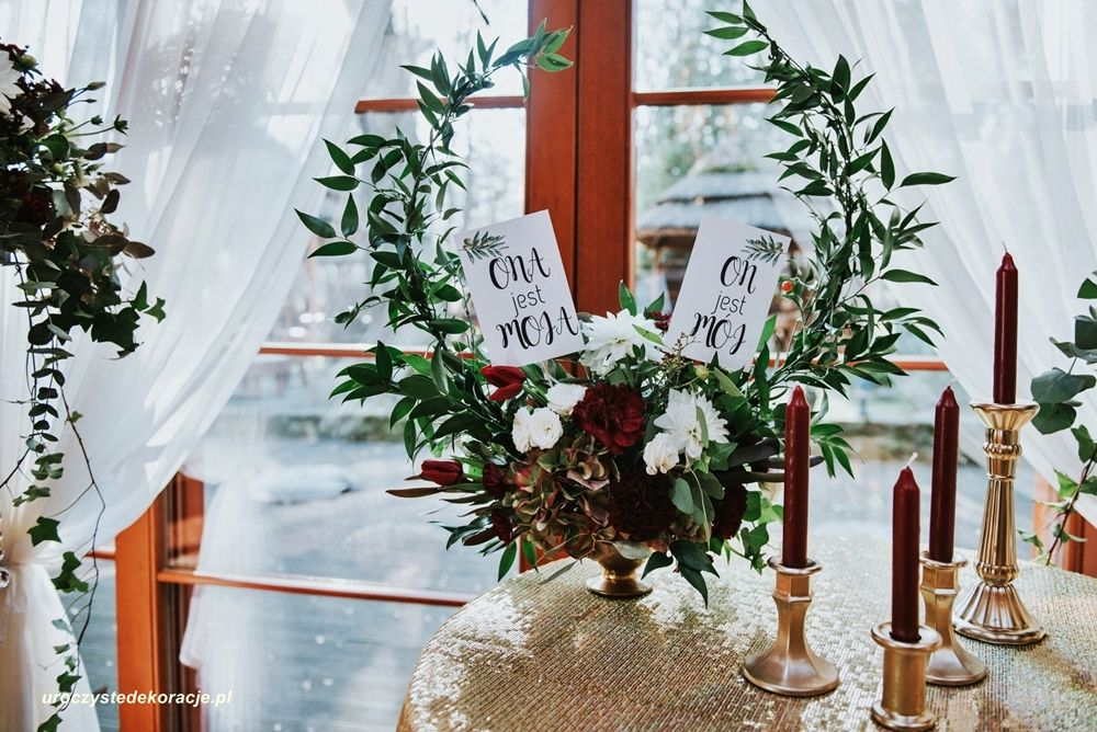 ciekawe dekoracje na stoły weselne