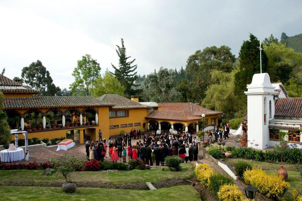 Claudia Gómez Matrimonios y Eventos  La casa del lago  Sopo.   Fotos: Diego Ortíz.