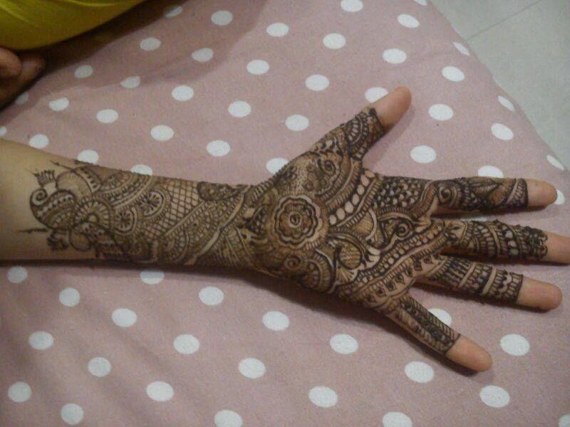 Aksha shah - Mehendi Designer
