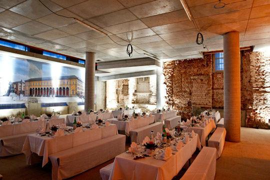 Beispiel: Dekorierte Hochzeitstische, Foto: Kuffler Catering.