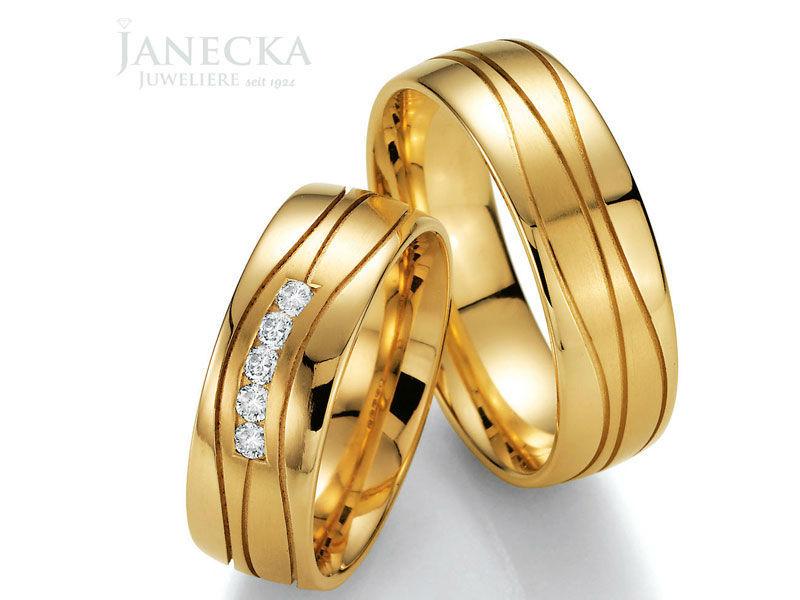 Beispiel: Traumhafte Trauringe, Foto: Juweliere Janecka.