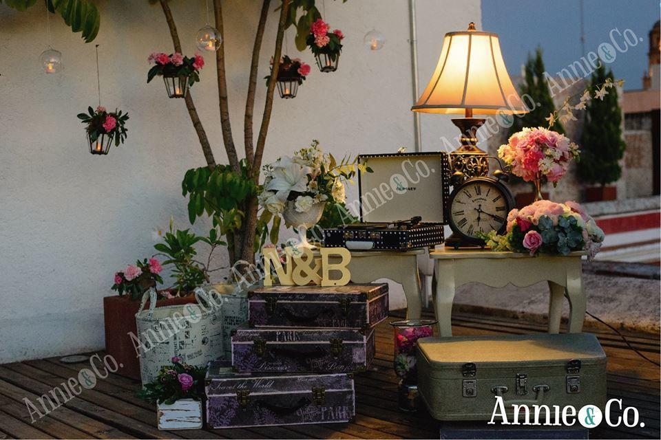 Annie & Co