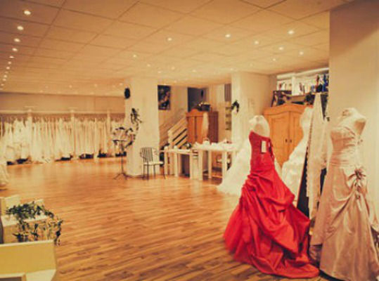 Beispiel: Atelier, Foto: Braut- und Abendmode Charlott.