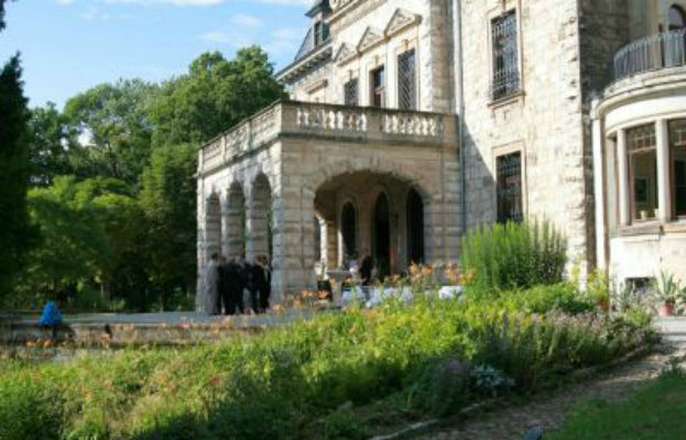 Beispiel: Außenansicht - Eingang, Foto: Villa Haar.