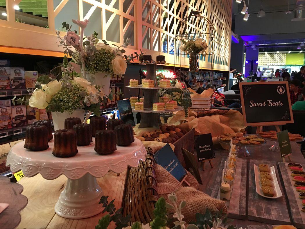 Decoración y montaje para mesa de postres y dulces