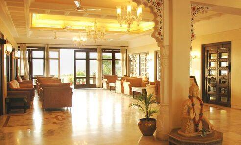 Hotel Hilltop palace