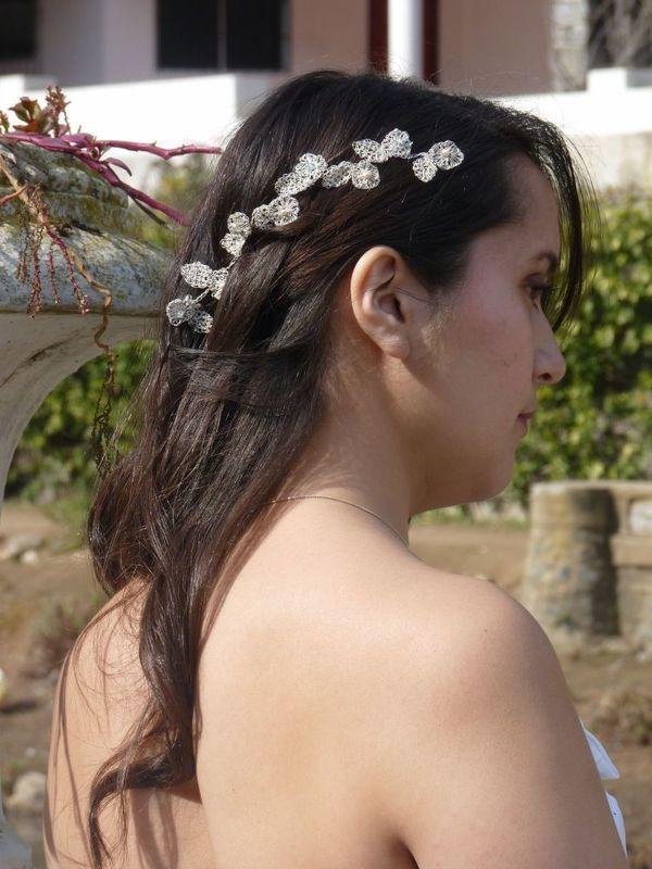 Flores con hojas con perlas y piedra agua marina, tejidas en Plata Pura