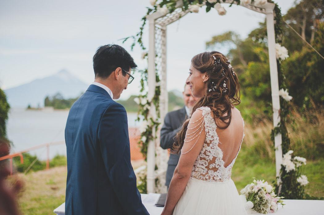 Vale en la ceremonia de su matrimonio con su Tocados Locas por las Novias