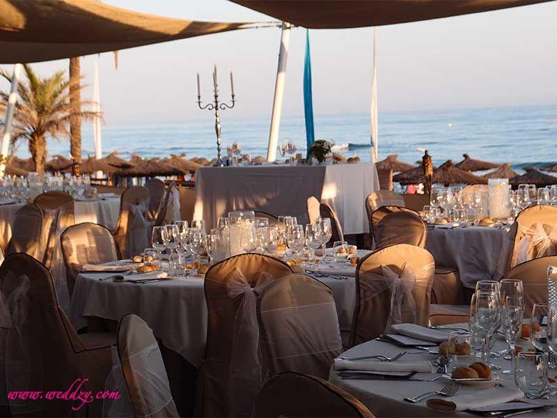 Repas de mariage en Espagne en bord de mer